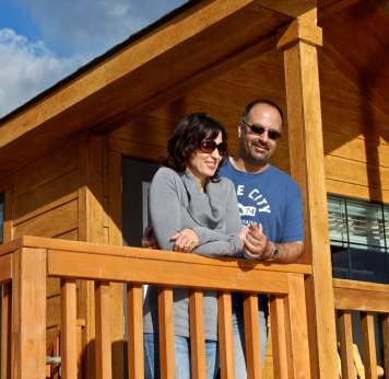 Couple-at-cabin1
