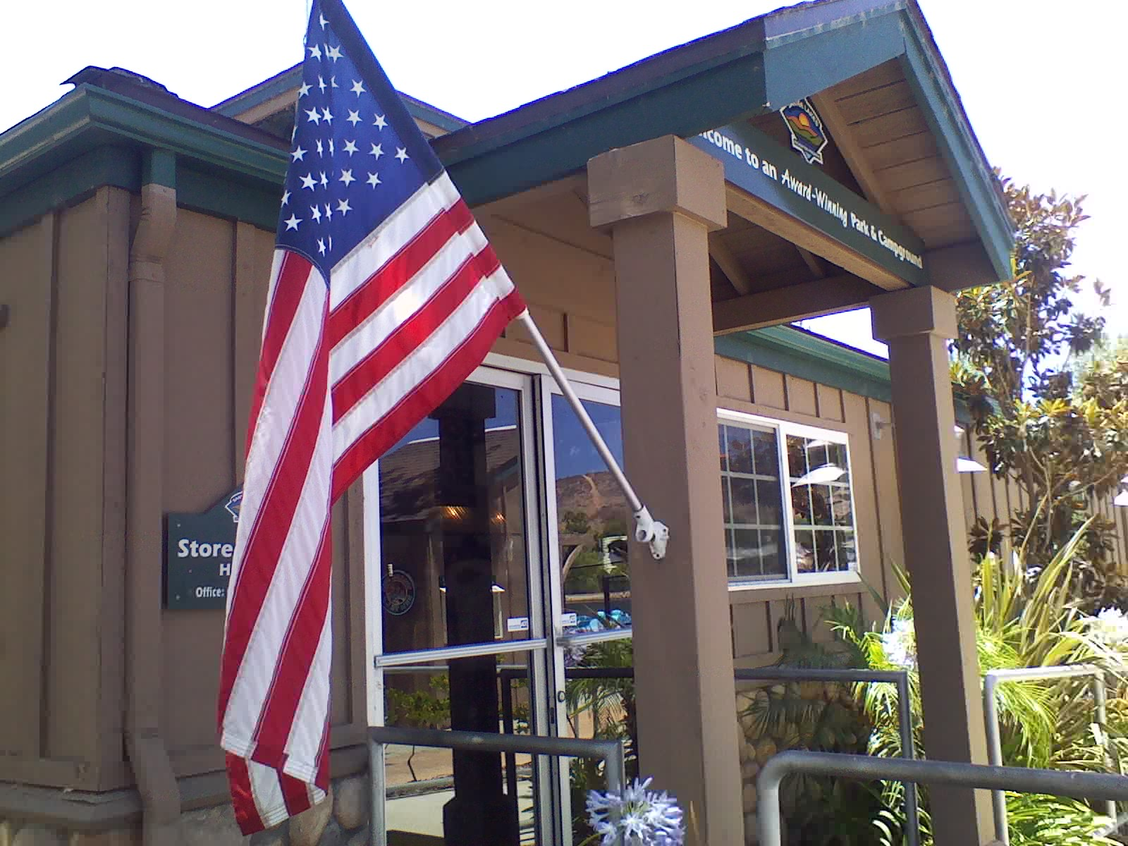 flag-at-store